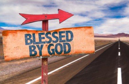 Photo pour Signe texte béni par Dieu avec le fond de la route - image libre de droit