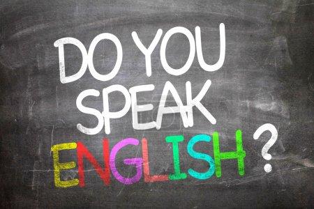 Photo pour Faire vous parler anglais écrit sur un tableau noir - image libre de droit