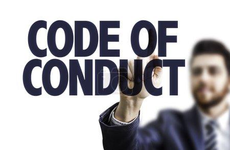 Photo pour Homme d'affaires pointant le texte Code de conduite - image libre de droit