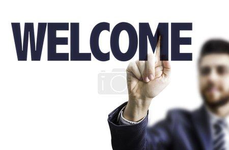 Photo pour Homme d'affaires pointant vers le texte de bienvenue - image libre de droit