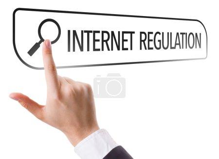 Regulación de Internet escrita en la barra de búsqueda