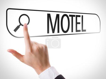 Photo pour Motel écrit dans la barre de recherche sur l'écran virtuel - image libre de droit
