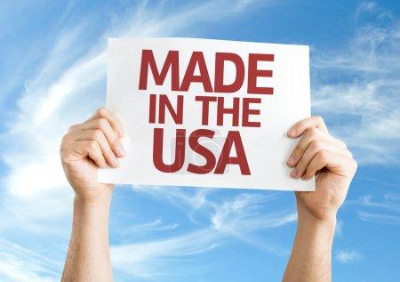 Photo pour Fait dans la carte des Usa avec le fond de ciel - image libre de droit