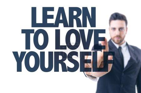 Photo pour Homme d'affaires pointant le texte : Apprendre à s'aimer soi-même - image libre de droit