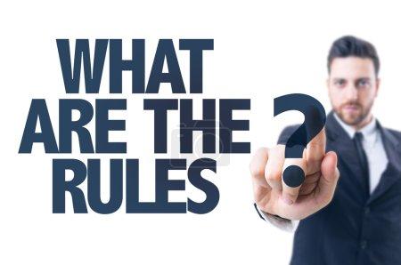 Photo pour Homme d'affaires pointant le texte : Quelles sont les règles ? - image libre de droit