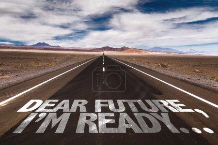 Photo pour Cher futur, I'm Ready... écrit sur la route du désert - image libre de droit