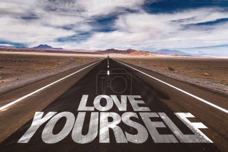 Photo pour Love Yourself écrit sur la route du désert - image libre de droit