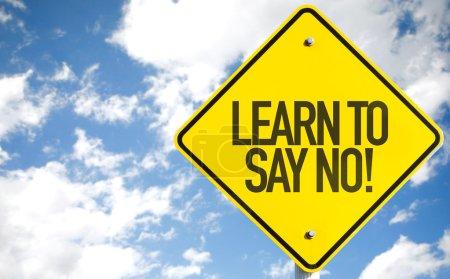 Photo pour Apprenez à dire non ! signe avec fond de ciel - image libre de droit