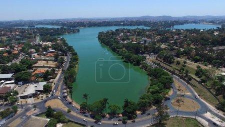 Foto de Vista aérea de Lagoa da Pampulha y el Estadio Minerao, en la ciudad de Belo Horizonte, capital de Minas Gerais, Brasil - Imagen libre de derechos