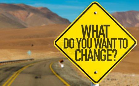 Photo pour Que voulez-vous changer ? panneau sur la route du désert - image libre de droit