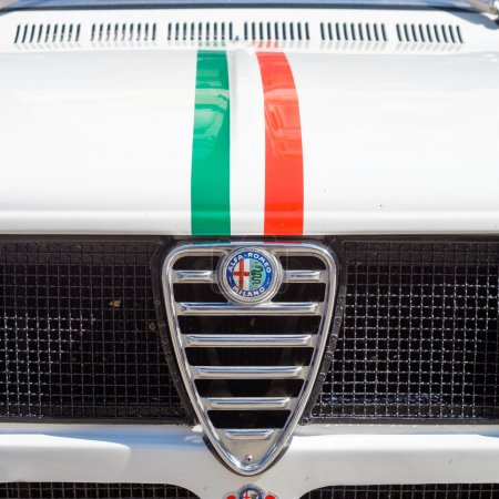 Антикварных автомобилей в частности АльфаРомео