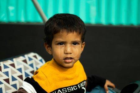 Photo pour Les enfants apprennent plus de ce que vous êtes que de ce que vous enseignez - image libre de droit