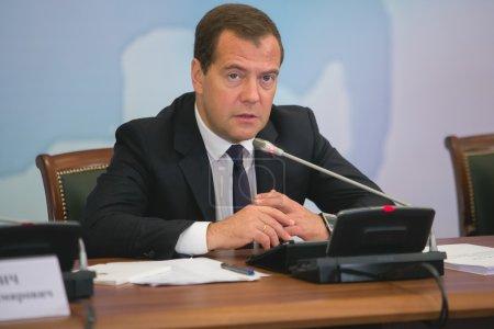 Photo pour Dmitry Anatolyevich Medvedev rencontre avec réunion d'affaires, business. - image libre de droit