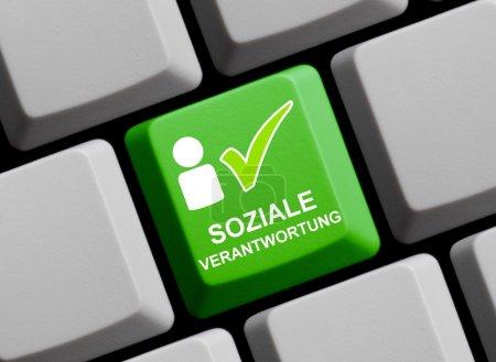 Photo pour Clavier d'ordinateur avec symbole de responsabilité sociale - image libre de droit
