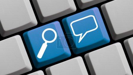 Photo pour Recherche pour la communication en ligne - symboles sur clavier d'ordinateur - image libre de droit