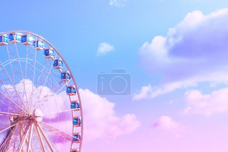 Photo pour Ferris wheel on the background of a bright clear sky . Helsinki. Port.Photo Tinting - image libre de droit