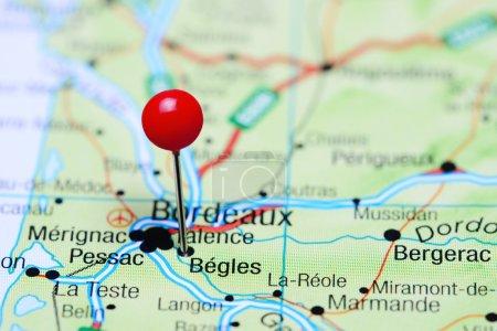begles auf einer Landkarte von Frankreich eingeheftet