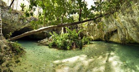 cenotes dos ojos  Tulum Mexico