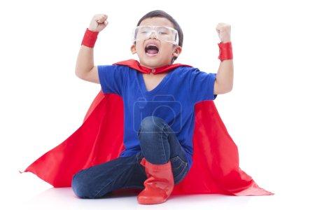 Photo pour Petit garçon prétendant être un super-héros - image libre de droit
