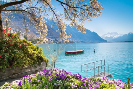 Photo pour Montreux Riviera of Lake Geneva in Canton Vaud, Switzerland - image libre de droit