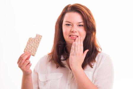 Photo pour Girl épais avec du pain alimentaires sur fond blanc - image libre de droit
