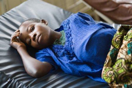 Photo pour RDC, République démocratique du Congo. Mission de l'UNICEF contre le tétanos en septembre 2008. Hôpital de la charité pour les victimes du paludisme. - image libre de droit