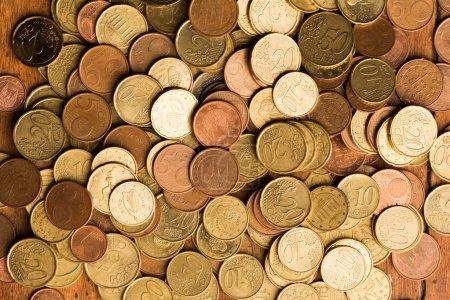 Photo pour Pièces en euros en bois de fond - image libre de droit