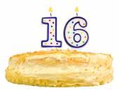 Narozeninový dort číslo šestnáct izolované na bílém