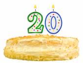 Narozeninový dort číslo dvacet izolované na bílém