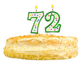 Narozeninový dort svíčky číslo sedmdesát dva izolované