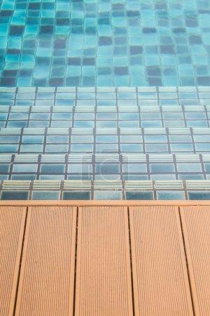 Photo pour Escaliers passage de la piscine . - image libre de droit