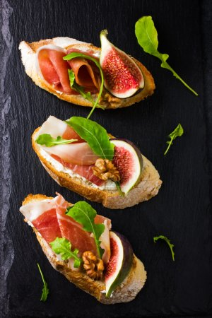 bruschetta with goat cheese, figs, prosciutto and arugula