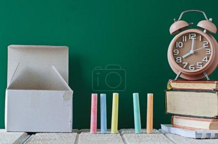 Photo pour Craies dans une variété de couleurs, au concept d'école - image libre de droit