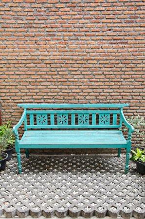 Photo pour Banc en bois fantaisie - image libre de droit