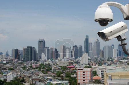 Photo pour Surveillance Caméra de sécurité ou CCTV sur la ville - image libre de droit