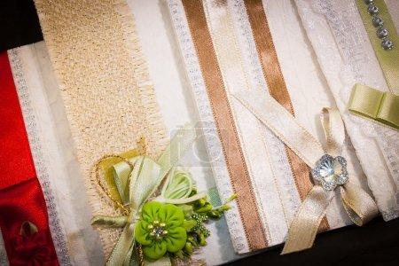 Photo pour Invitations de mariage colorées. Soins du corps pour les invités - image libre de droit