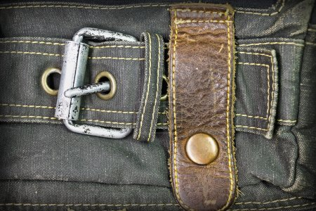 Photo pour Fond de denim avec closeup garniture en cuir - image libre de droit