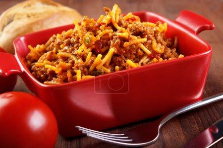 Cazuela de espagueti comida casera