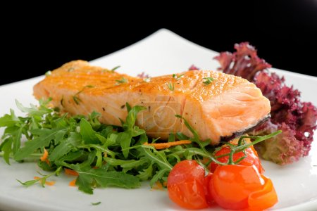 Healthy fish cuisine : baked pink salmon steaks