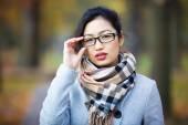Krásná dívka v brýlích