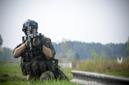 Bundeswehr soldier leads aimed fire...