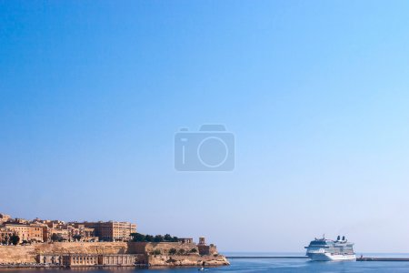 Cruise liner enter a Valletta harbor