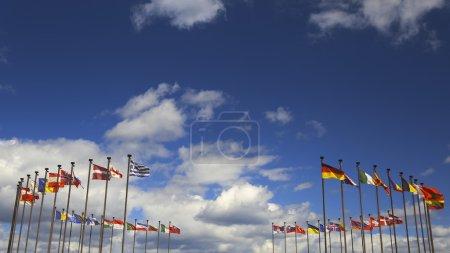 Photo pour Fond - drapeaux internationaux dans le vent contre le ciel - image libre de droit