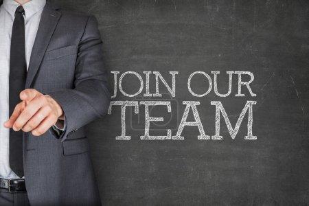 Joignez-vous à notre équipe sur tableau noir avec l'homme d'affaires