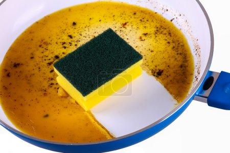 Sponge in clean a frying pan