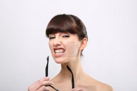 Photo pour Drôle d'expression. Une belle femme avec une expression drôle portant des lunettes sur un fond rose . - image libre de droit