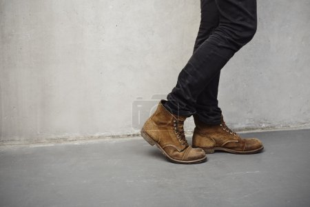 Low section boots on man