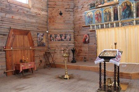Altar en una iglesia de madera, Zaporozhye. Ucrania