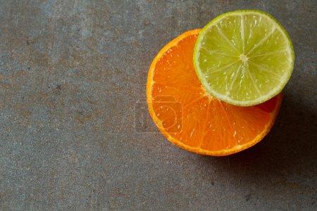 Photo pour Mélange de fruits frais pour le petit déjeuner et pour une personne suivant un régime - image libre de droit