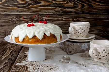 Cake with fruit and cream